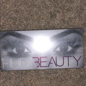 Huda Beauty #11